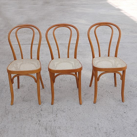 TRIJE_KOSI_thonet_style_dining_chairs_three_01