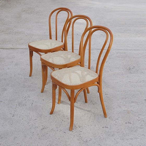 TRIJE_KOSI_thonet_style_dining_chairs_three_02