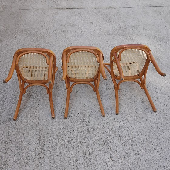 TRIJE_KOSI_thonet_style_dining_chairs_three_04
