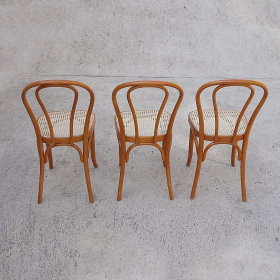TRIJE_KOSI_thonet_style_dining_chairs_three_09