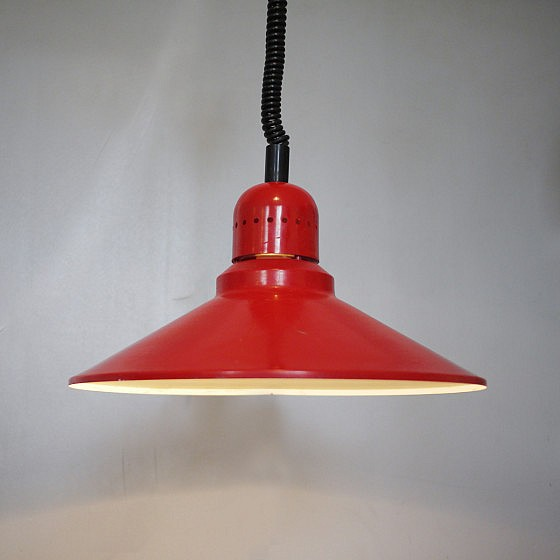 TRIJEKOSI_Red_metal_pendant_industrial_01