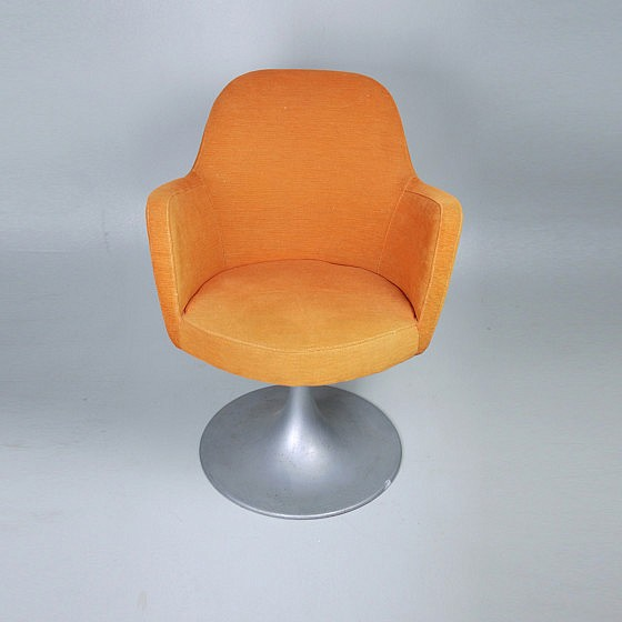 TRIJEKOSI_Orange_chair_swirl_01b