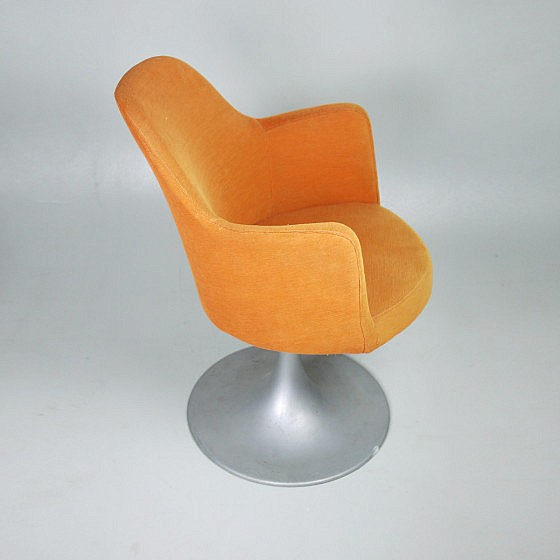 TRIJEKOSI_Orange_chair_swirl_03