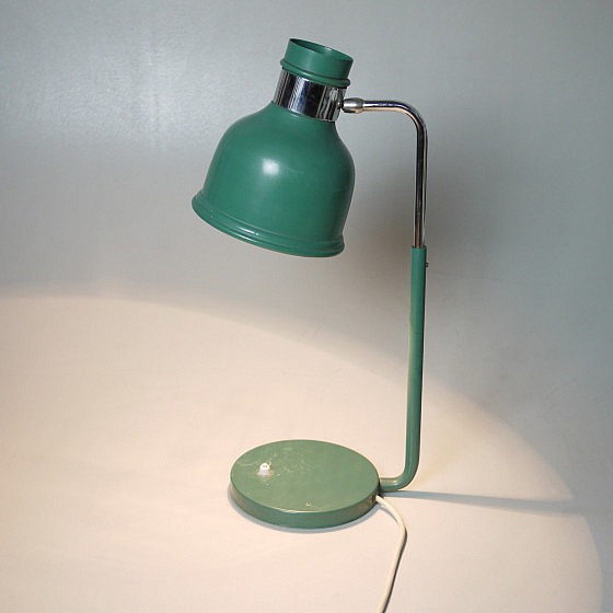 Trije-kosi-industrial-office-table-lamp-green-5